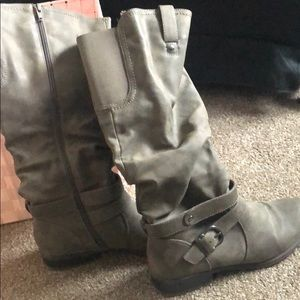 Tall, Size 8M Woman's Gray Boots